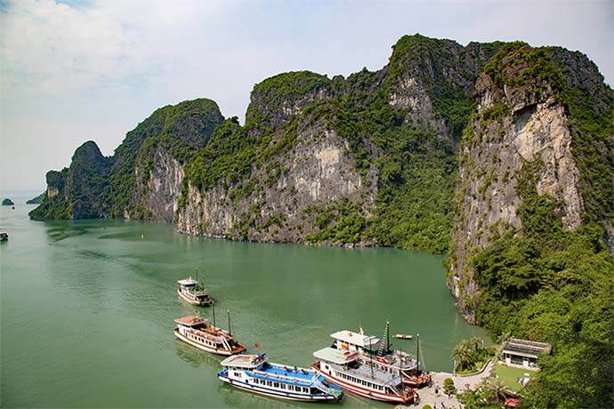 Overview of Ha Long Bay